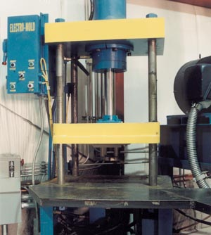 COMPRESSION MOLDING PRESS STATION